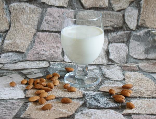 Rezept für Mandelmilch. Mandeln, Mandelkerne online günstig kaufen - maracus.com